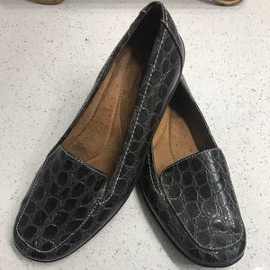 Alligator print charcoal loafers